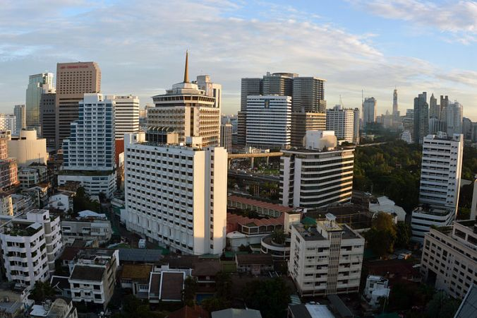 800px-Silom_Bangkok_Thailand_Photo_D_Ramey_Logan.jpg